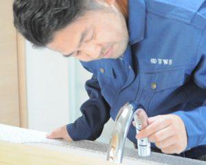 蛇口や水道の水漏れ修理作業